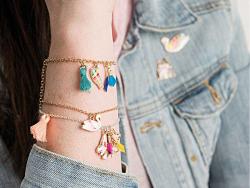 Acheter 5 breloques mini-plumes - multicolores - 4,69€ en ligne sur La Petite Epicerie - Loisirs créatifs