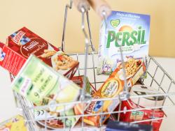 Acheter Petit panier métallique garni de 15 emballages alimentaires pour jouer à l'épicier ou faire la cuisine - 11,99€ en l...