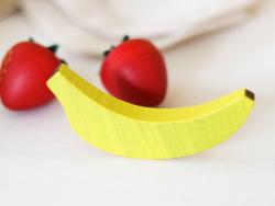 Acheter Petite banane - jouet fruit en bois pour dinette - 1,50€ en ligne sur La Petite Epicerie - Loisirs créatifs