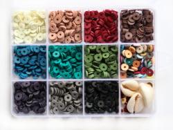 Acheter Boite de 11 couleurs naturelles de perles heishi 6 mm + accessoires - 12,99€ en ligne sur La Petite Epicerie - 100% ...