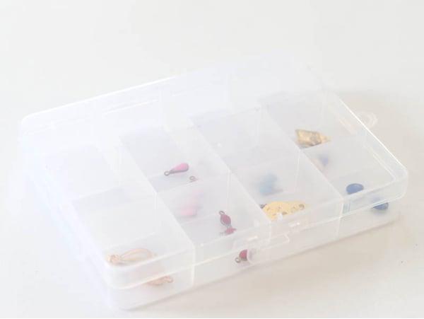 Acheter Petite boite de rangement avec 12 compartiments - 2,99€ en ligne sur La Petite Epicerie - Loisirs créatifs