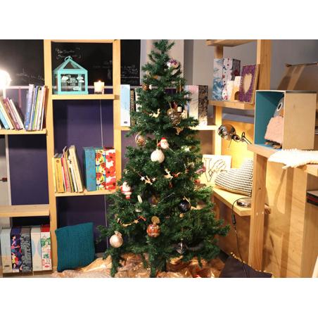 Acheter Boule de Noël pomme de pin dorée - Sass and Belle - 2,19€ en ligne sur La Petite Epicerie - 100% Loisirs créatifs
