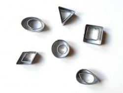 12 petits emporte-pièces  - 1