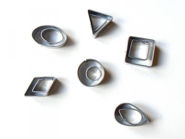 12 mini biscuit cutters