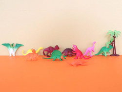 Acheter Tube de figurines Les dinosaures - Keycraft - 5,69€ en ligne sur La Petite Epicerie - Loisirs créatifs