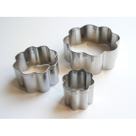 3 biscuit cutters - Flowers