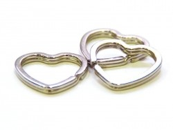 1 anneau à porte clefs - coeur