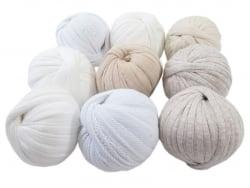Acheter 9 mini boules de fil trapilho - dégradé de blanc - 8,49€ en ligne sur La Petite Epicerie - Loisirs créatifs