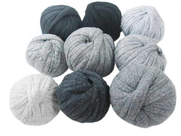 Acheter 9 mini boules de fil trapilho - dégradé de gris - 8,49€ en ligne sur La Petite Epicerie - Loisirs créatifs