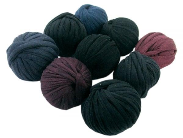 Acheter 9 mini boules de fil trapilho - teintes foncées - 8,49€ en ligne sur La Petite Epicerie - Loisirs créatifs