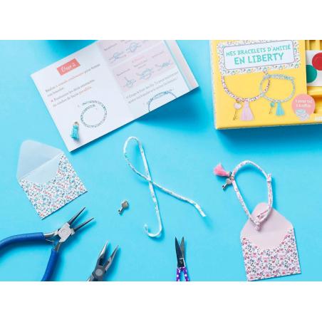 Acheter Kit créatif - les bracelets d'amitié en liberty - mon superbe bijou - 7,95€ en ligne sur La Petite Epicerie - Loisir...