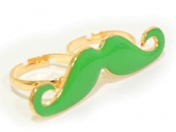 Une double bague moustache verte