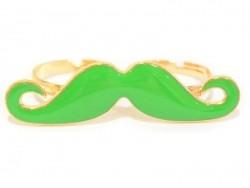 Ein grüner Schnurrbart-Doppelring
