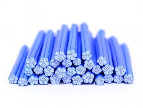Acheter Cane fleur blanche aux contours et pois bleus - 0,99€ en ligne sur La Petite Epicerie - Loisirs créatifs