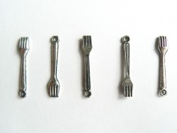 1 fork - silver-coloured