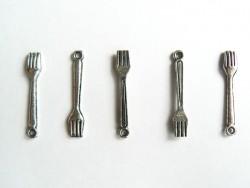 1 fork - silver-coloured