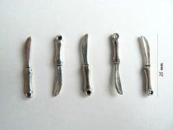 1 breloque couteau - couleur argent