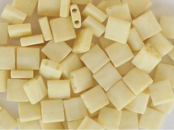 Acheter Perles Tila Bead 5mm - Matte Cream TL2021 - 3,69€ en ligne sur La Petite Epicerie - Loisirs créatifs
