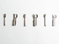 3-teiliges Set mit silberfarbenem Besteck: Messer-, Gabel-, und Löffelanhänger
