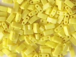 Acheter Perles Half Tila 2,3 mm - Opaque Yellow TLH404-TB - 3,49€ en ligne sur La Petite Epicerie - Loisirs créatifs