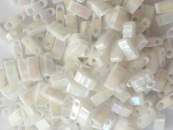 Acheter Perles Half Tila 2,3 mm - Pearl White Opaque TLH471 - 3,39€ en ligne sur La Petite Epicerie - Loisirs créatifs