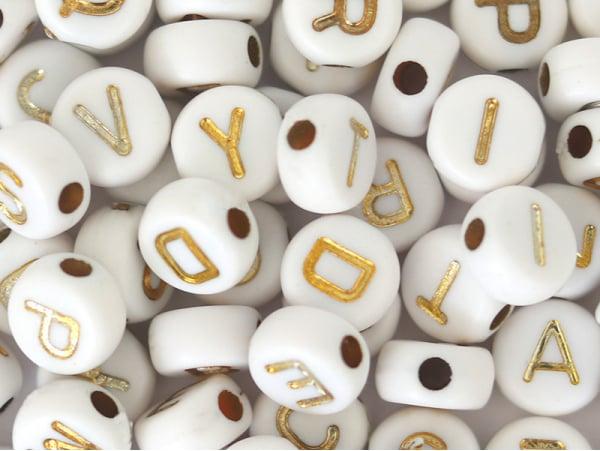 Acheter Lot de 200 perles rondes - Lettres alphabet dorées - 3,99€ en ligne sur La Petite Epicerie - Loisirs créatifs