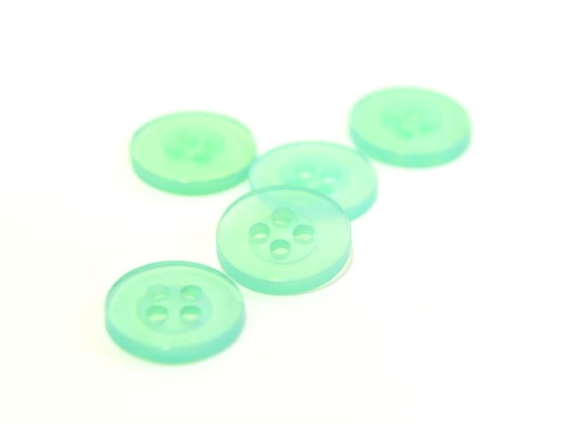 Pearlescent green plastic button (11 mm)