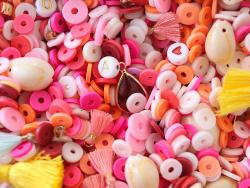 Acheter Mélange de perles heishi et de breloques - Melbourne - 6,99€ en ligne sur La Petite Epicerie - Loisirs créatifs