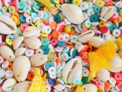 Acheter Mélange de perles heishi et de breloques - Miami - 6,99€ en ligne sur La Petite Epicerie - Loisirs créatifs