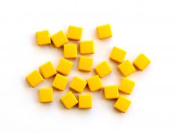 Acheter Lot de 10 perles tuiles carrées en métal de 7x7 mm - Jaune moutarde - 3,99€ en ligne sur La Petite Epicerie - Loisir...