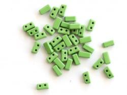 Acheter Lot de 10 perles tuiles fines en métal de 3 x 7 mm - Vert - 3,49€ en ligne sur La Petite Epicerie - Loisirs créatifs