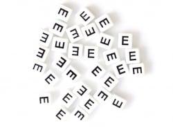 Acheter 1 perle tuile carrée en métal de 7x7 mm - Lettre E - 0,69€ en ligne sur La Petite Epicerie - Loisirs créatifs
