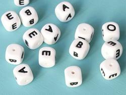 Acheter 1 perle carré 12 mm en silicone - Lettre N - 0,99€ en ligne sur La Petite Epicerie - Loisirs créatifs