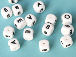 Acheter 1 perle carré 12 mm en silicone - Lettre Z - 0,99€ en ligne sur La Petite Epicerie - Loisirs créatifs