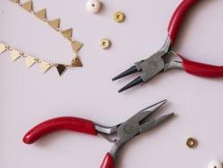 Acheter Lot de 2 petites pinces bijoux - ronde et plate - 10,00€ en ligne sur La Petite Epicerie - Loisirs créatifs