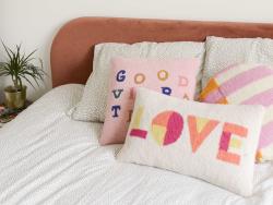 """Acheter Coussin punch needle """"Love"""" - 30,4 x 50,8 cm - 39,99€ en ligne sur La Petite Epicerie - Loisirs créatifs"""