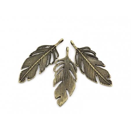 1 big, bronze-coloured feather charm
