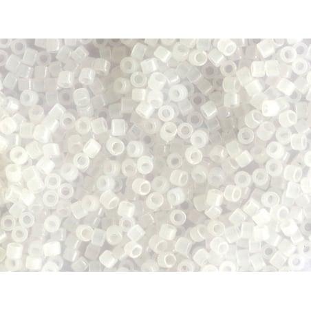 Acheter Miyuki Delicas 11/0 - Opal white DB-220 - 2,89€ en ligne sur La Petite Epicerie - Loisirs créatifs