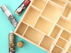 Acheter Bombe de peinture dorée - spécial Noël - 4,49€ en ligne sur La Petite Epicerie - Loisirs créatifs