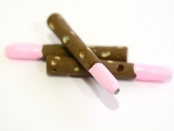 Chocolate-strawberry Mikado cabochon