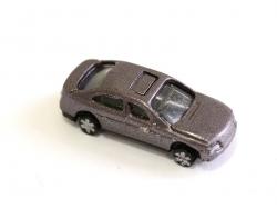 1 kleines Auto in Metallictaupe