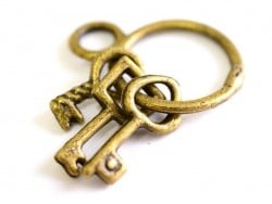 1 Breloque trousseau 3 clés - couleur bronze