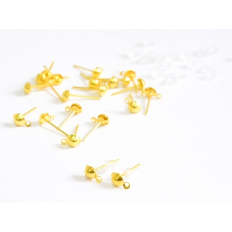 10 pairs of gold-coloured stud earrings