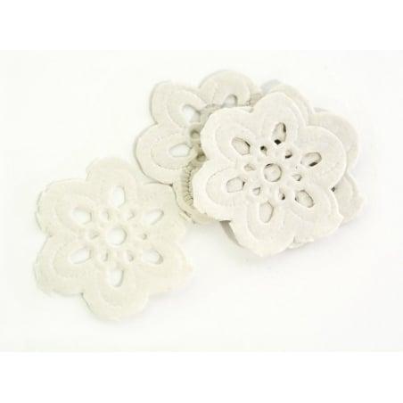 Acheter 20 minis napperons FLEUR 2 cm - 4,90€ en ligne sur La Petite Epicerie - 100% Loisirs créatifs