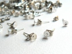 10 paires de puces d'oreilles - couleur argent foncé - fermoir silicone