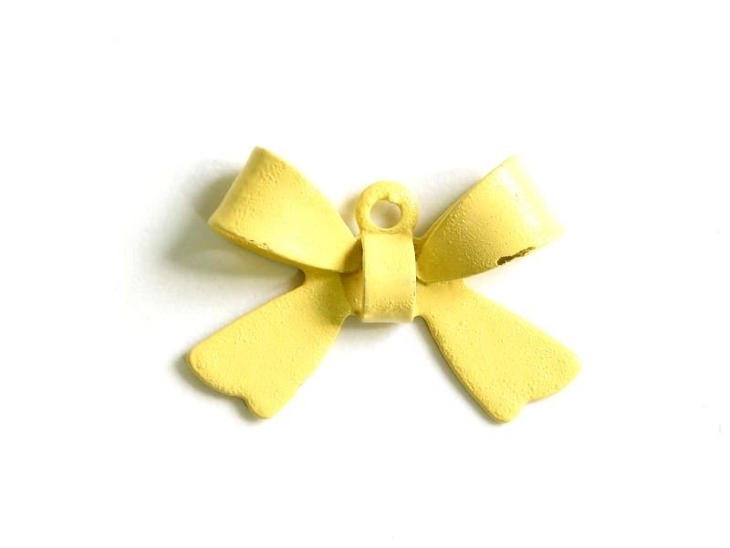 1 bow charm - beige / pale yellow