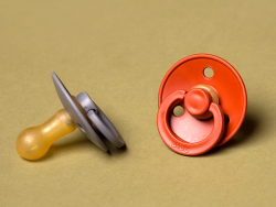 Acheter Lot de 2 tétines Bibs T1- Miel & Olive - 9,99€ en ligne sur La Petite Epicerie - Loisirs créatifs