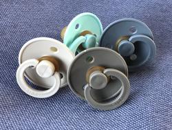 Acheter Lot de 2 tétines Bibs T2- Gris fer & Bleu layette - 9,99€ en ligne sur La Petite Epicerie - Loisirs créatifs