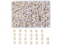 Boite de 934 perles carrées...