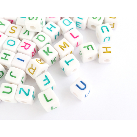 Acheter 200 grosses perles carrées en plastique - cubes lettres alphabet - multicolore et blanc - 9,99€ en ligne sur La Peti...